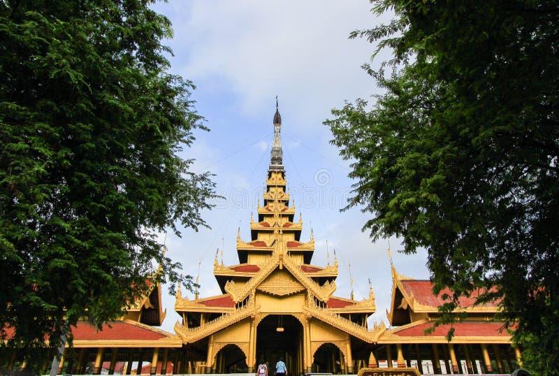 Sonniger Tag in Mandalay Royal Palace, Myanmar Nicht englische Texte bedeuten ` das ` Mandalays Royal Palace lizenzfreie stockbilder