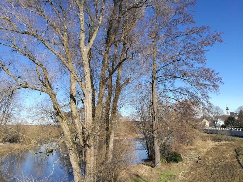 Sonniger Wintertag im Zschopauer Tal in Sachsen, Deutschland lizenzfreie stockbilder