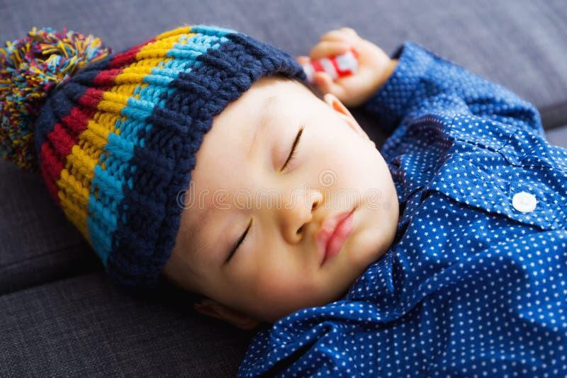 Sonno asiatico del neonato fotografia stock libera da diritti