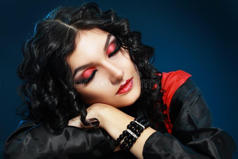 Sonno della ragazza del vampiro fotografia stock