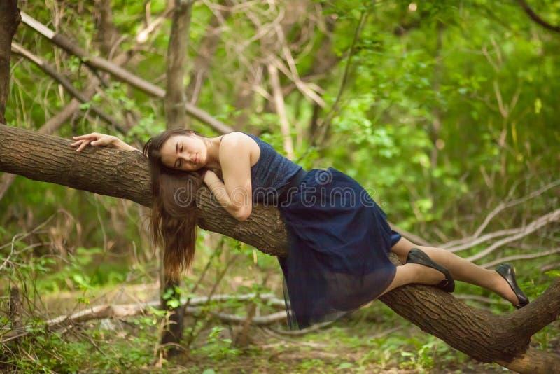 sonno sano è all'aperto un sonno curativo ed utile Bello fotografia stock libera da diritti