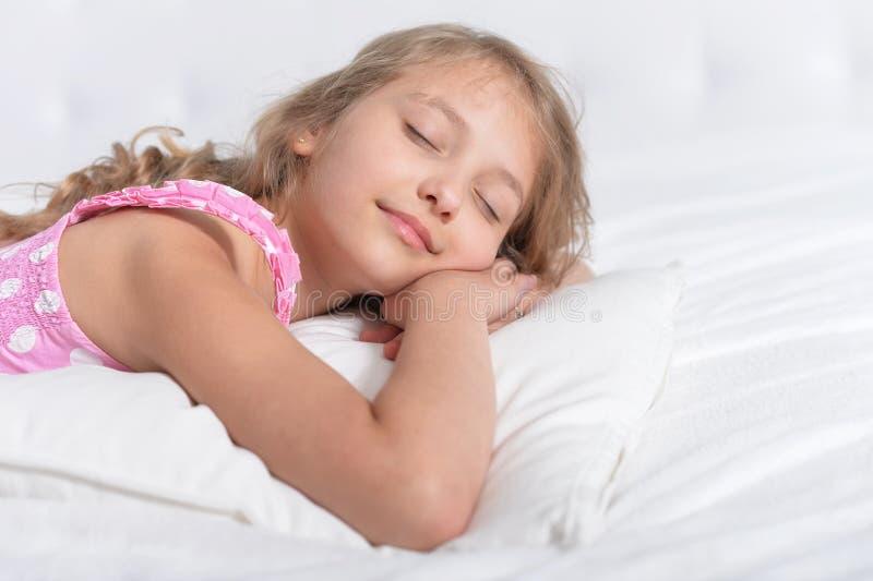 Sonno sveglio della bambina immagine stock libera da diritti
