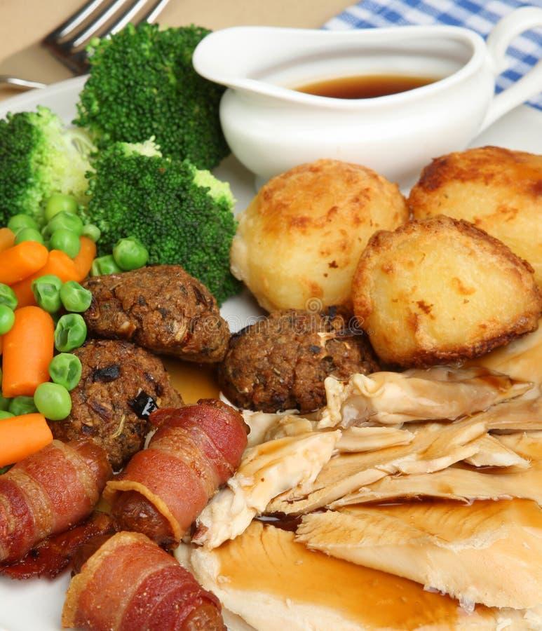 Sonntags-Braten-Huhn-Mittagessen stockbild