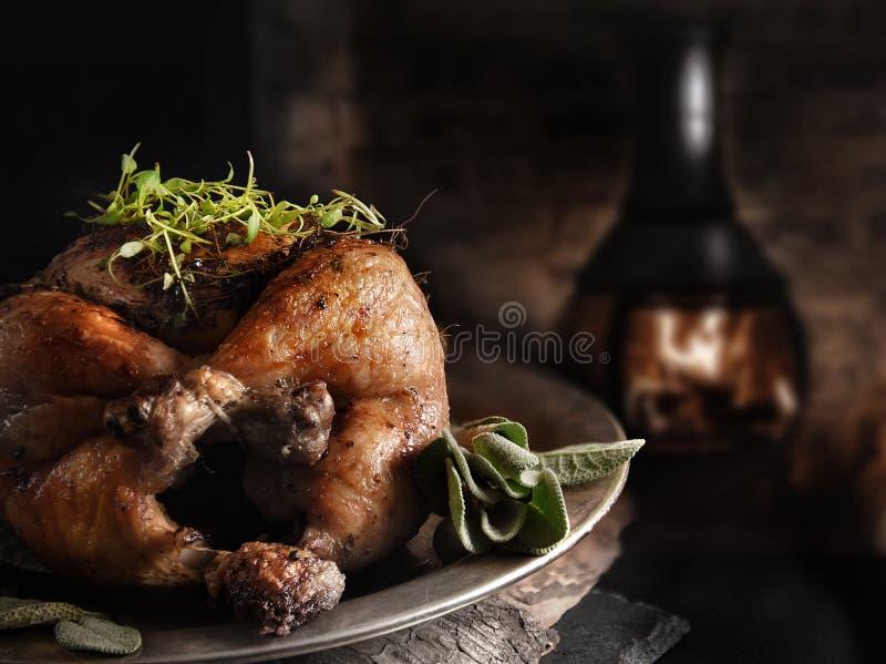 Sonntags-Braten-rustikale Hühnermahlzeit stockfoto