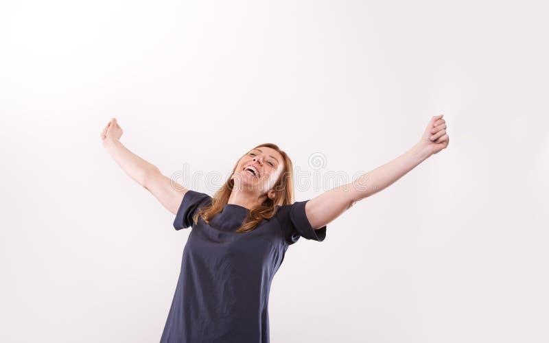 Sonrisa aceptable de la mujer feliz acertada fotografía de archivo libre de regalías