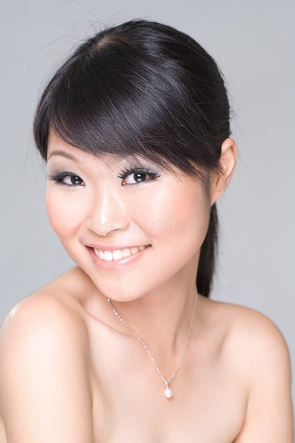 Sonrisa asiática de la belleza imagen de archivo