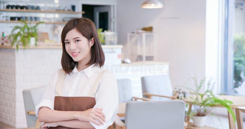 Sonrisa asiática joven del comerciante fotos de archivo libres de regalías