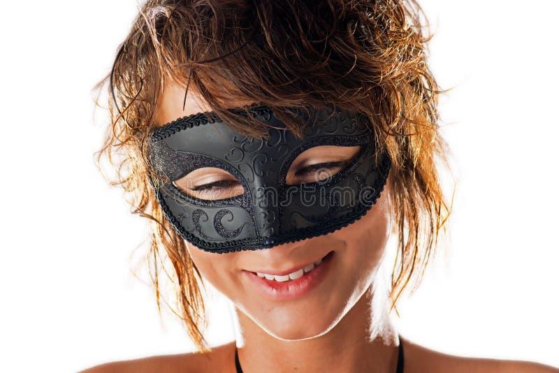 Sonrisa bonita detrás de la máscara fotografía de archivo