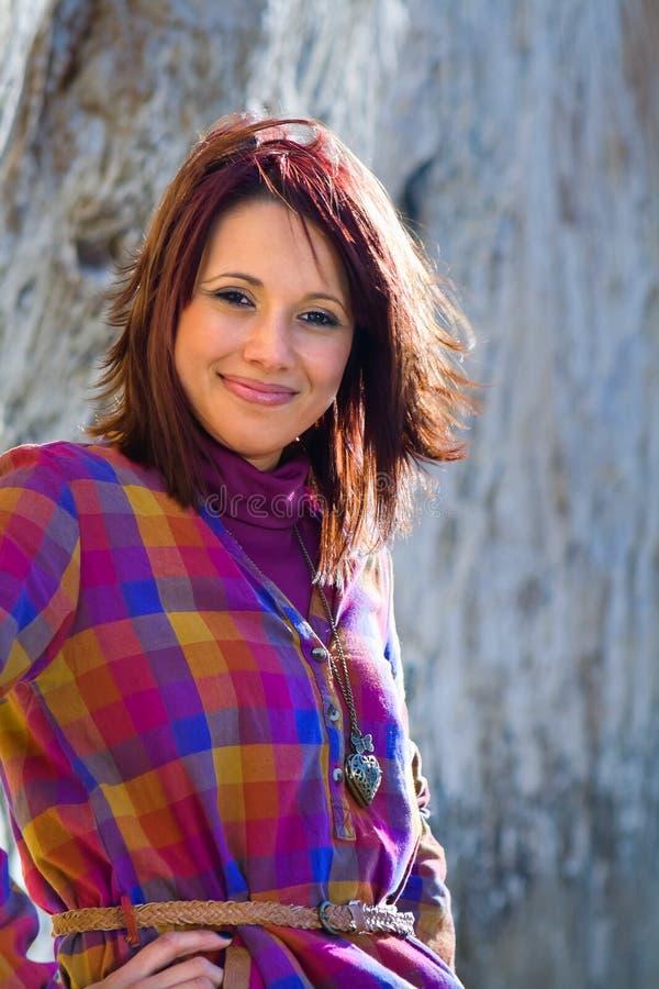 Sonrisa confidente de la mujer imagen de archivo libre de regalías