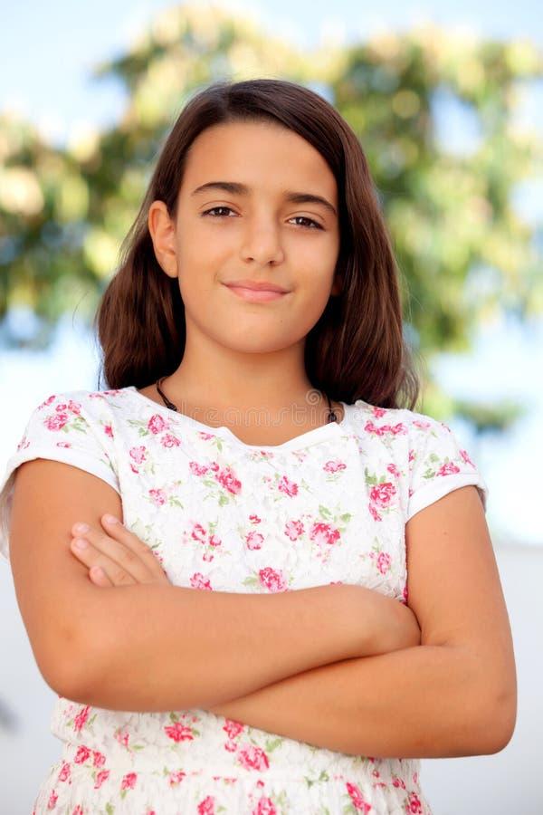 Sonrisa de diez años de la muchacha agradable del niño fotos de archivo