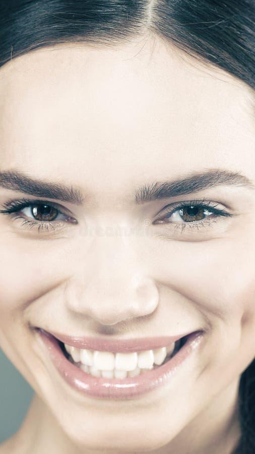 Sonrisa de la belleza fotografía de archivo