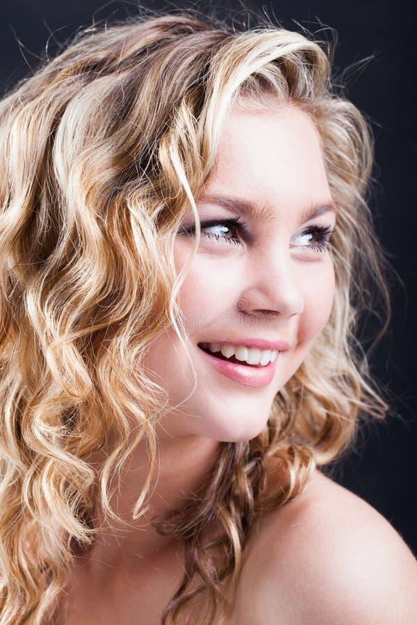 Sonrisa de la muchacha de Beatifull fotos de archivo