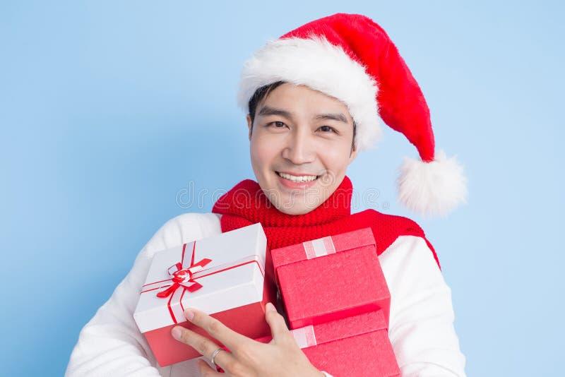 Sonrisa del hombre con Feliz Navidad fotos de archivo