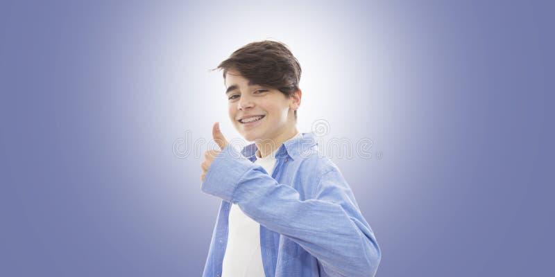 Sonrisa del hombre joven imagen de archivo libre de regalías