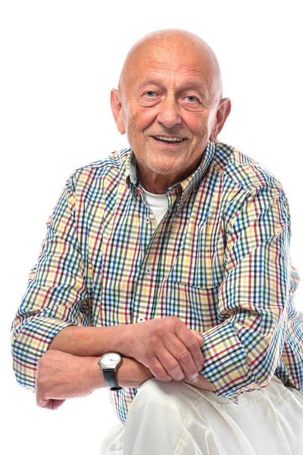Sonrisa del hombre mayor aislada en blanco imagen de archivo libre de regalías