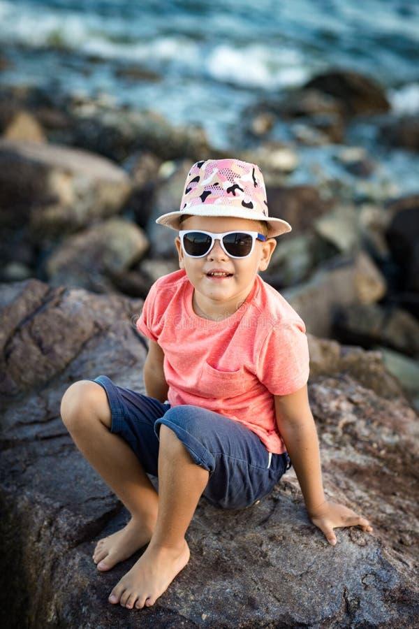 Sonrisa del niño pequeño foto de archivo