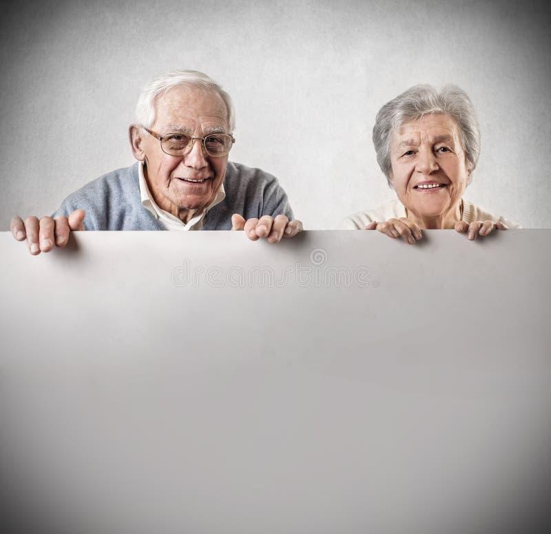 Sonrisa del viejo hombre y de la mujer foto de archivo libre de regalías