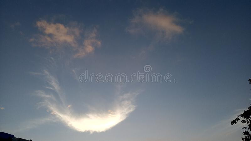 Sonrisa en el cielo hermoso fotos de archivo libres de regalías