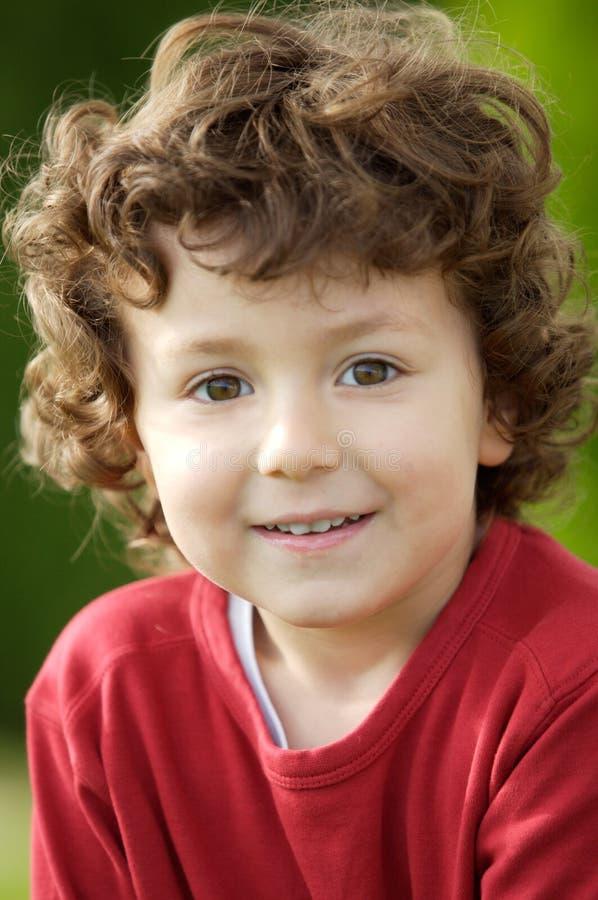 Sonrisa feliz adorable del muchacho imagen de archivo