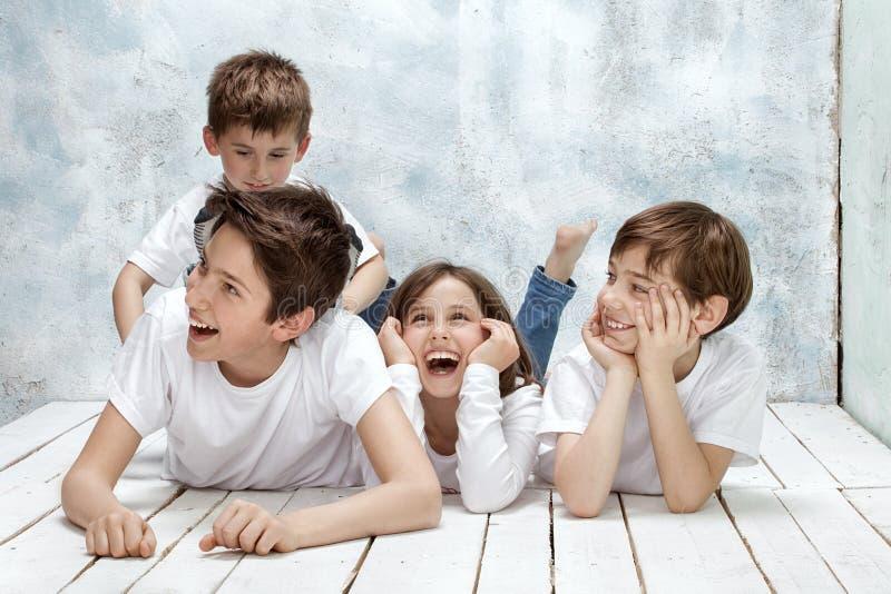 Sonrisa feliz de los niños foto de archivo libre de regalías