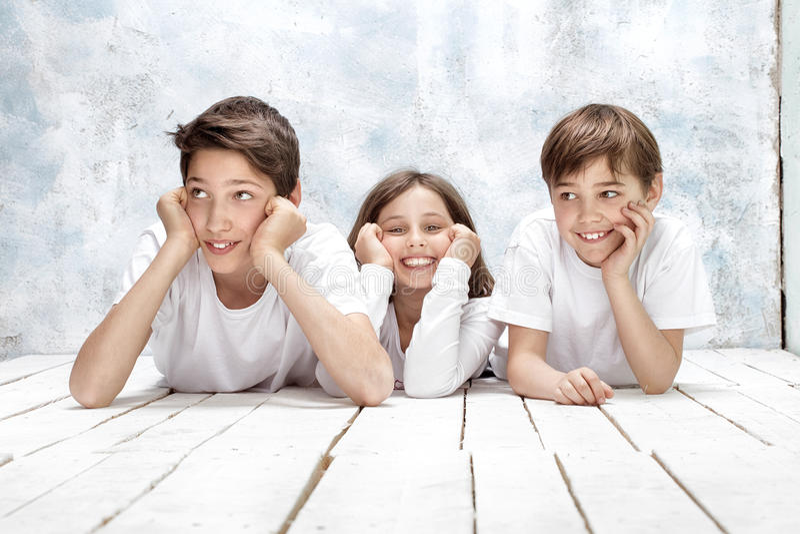 Sonrisa feliz de los niños fotografía de archivo libre de regalías