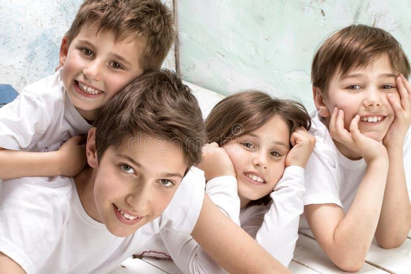 Sonrisa feliz de los niños imagen de archivo libre de regalías