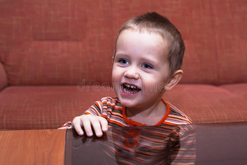 Sonrisa feliz del cabrito imágenes de archivo libres de regalías