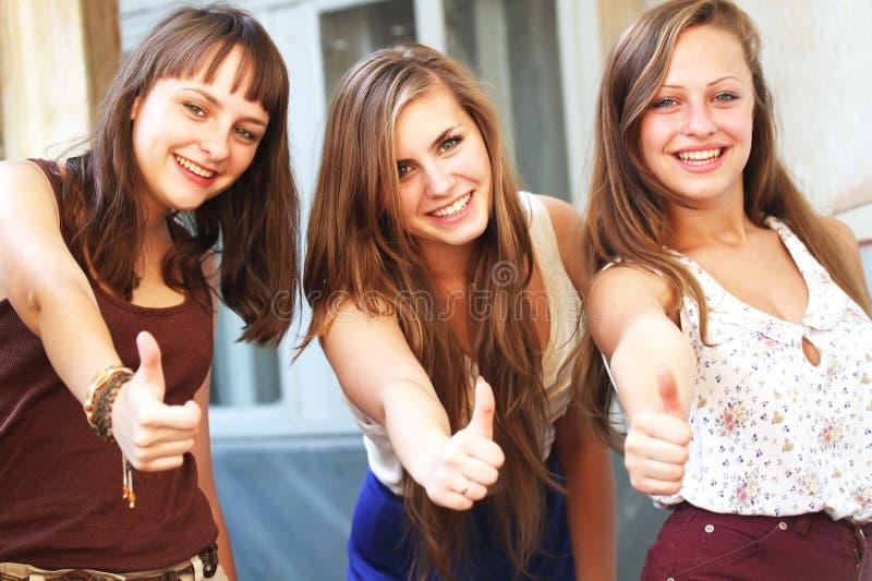 Sonrisa hermosa de las muchachas del estudiante foto de archivo libre de regalías