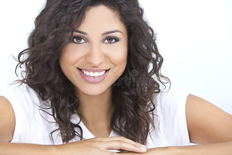 Sonrisa hispánica feliz hermosa de la mujer fotos de archivo