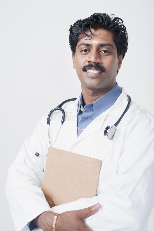 Sonrisa india del sur del doctor fotos de archivo