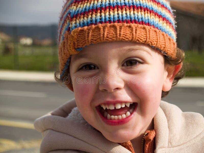 Sonrisa linda del niño pequeño fotografía de archivo