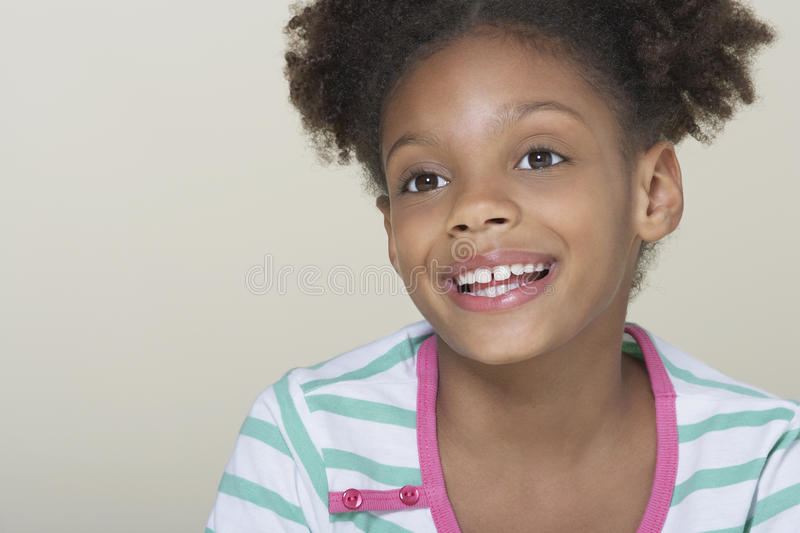 Sonrisa linda feliz de la muchacha imagenes de archivo
