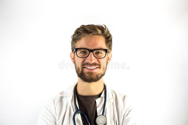 Sonrisa masculina joven del doctor fotografía de archivo