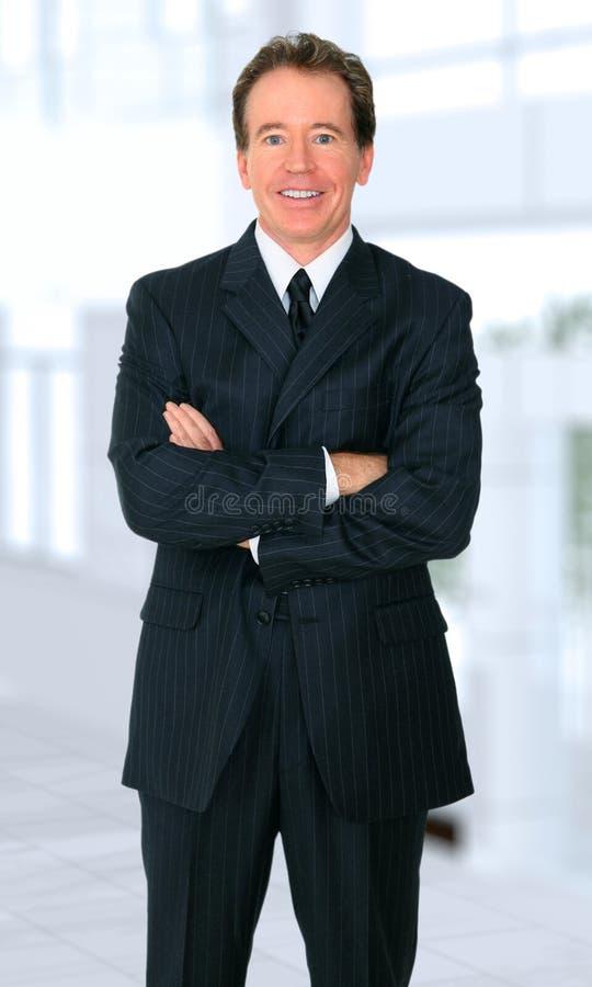 Sonrisa mayor acertada del hombre de negocios imágenes de archivo libres de regalías