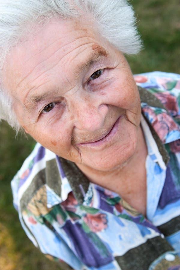 Sonrisa mayor de la mujer fotos de archivo libres de regalías