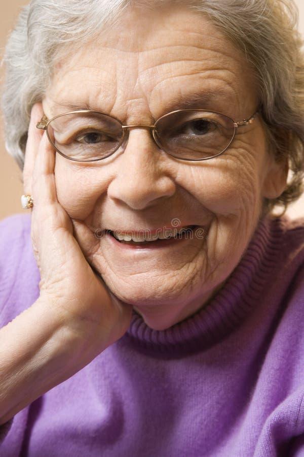 Sonrisa mayor de la mujer. fotografía de archivo libre de regalías