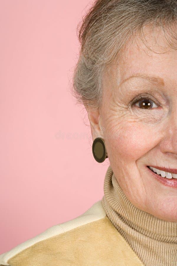 Sonrisa mayor de la mujer foto de archivo libre de regalías