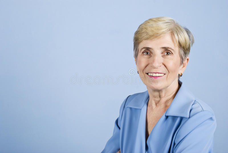 Sonrisa mayor de la mujer de negocios fotografía de archivo