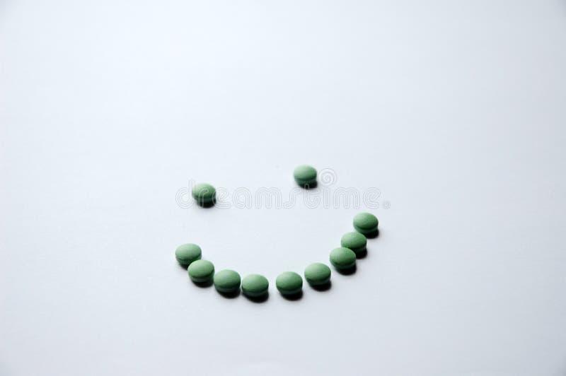 Sonrisa verde de la píldora fotos de archivo