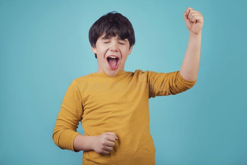 Sonrisa y muchacho eufórico fotos de archivo libres de regalías