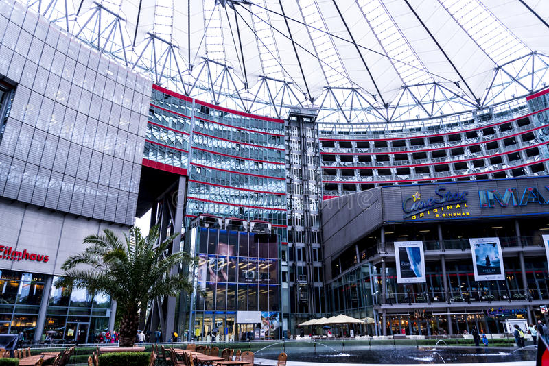 Sony centrum lokalizuje blisko Berlińskiej Potsdamer Platz staci kolejowej fotografia royalty free