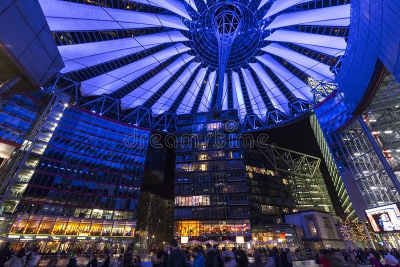 Sony centrum przy Potsdamer Platz w Berlin przy nocą zdjęcia stock