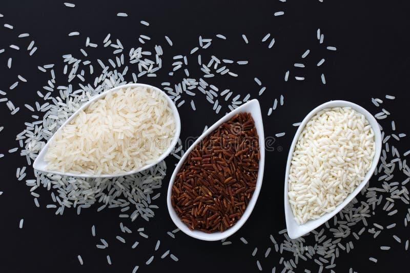 soort 3 de ruwe Thaise rijst van de rijst Thaise Jasmijn, Glutineuze/Kleverige Rijst, Ongepelde rijst in witte koppen royalty-vrije stock foto