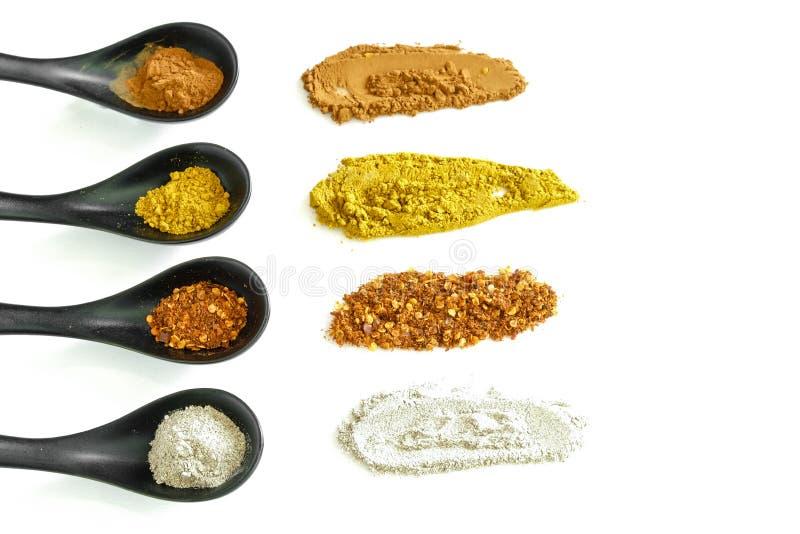 Download Soort Vier Kruiden In De Ceramische Lepel Stock Afbeelding - Afbeelding bestaande uit geel, kruid: 54075731