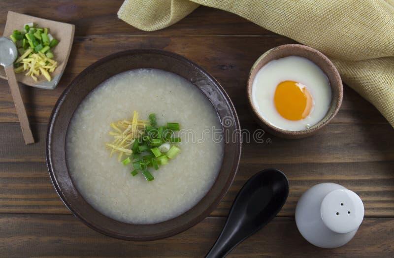 Sopa asiática do arroz do alimento imagens de stock royalty free