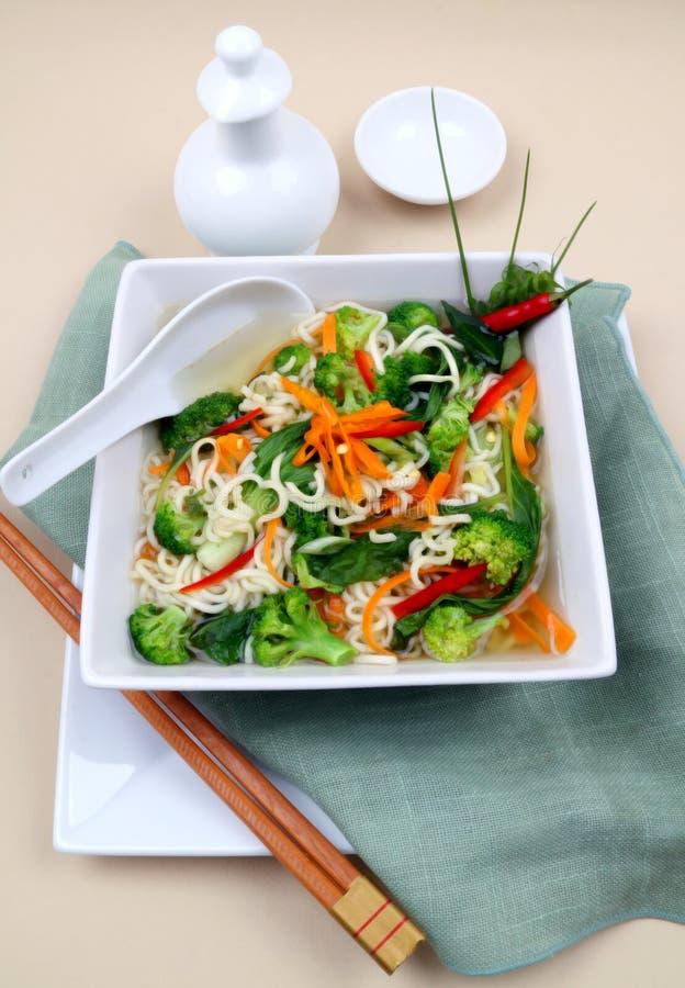 Sopa asiática do vegetariano do macarronete imagem de stock royalty free