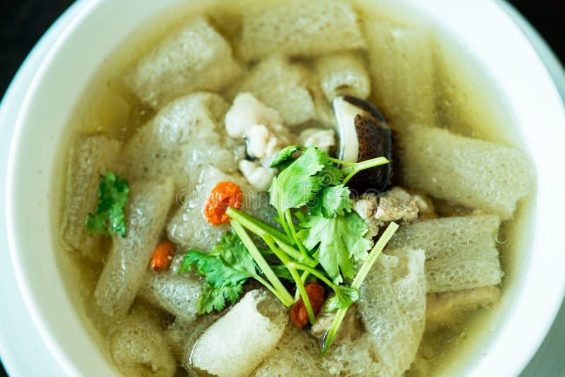 Sopa assada da carne de porco com erva e bambu chineses fotografia de stock royalty free