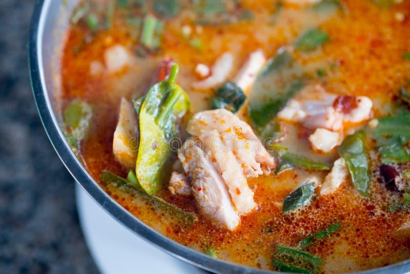 Sopa caliente y amarga tom yum imagen de archivo