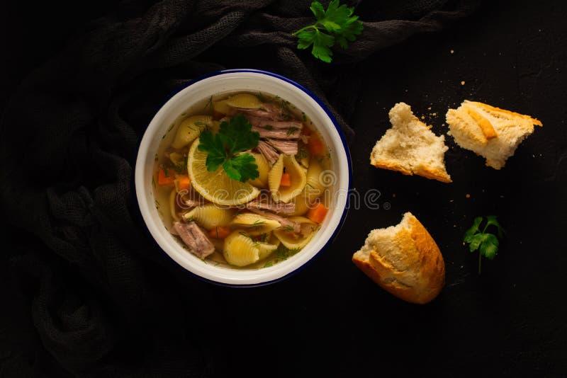 Sopa caseiro deliciosa do caldo imagem de stock