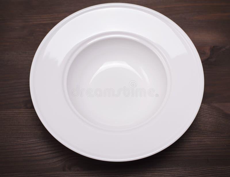 Sopa cerâmica redonda branca vazia foto de stock